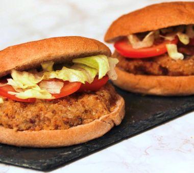 Kasvisburgerit täysjyväsämpylällä