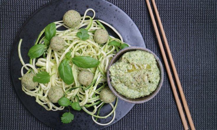 Päivällisvinkki! Parsakaalipullat ja zucchinipasta