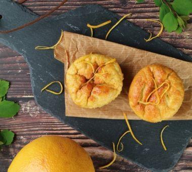 Mantelijauhoista valmistettu vähähiilihydraattinen muffinssi on gluteeniton ja maustettu appelsiinilla.