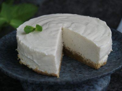 Vähähiilihydraattinen juustokakku on astetta terveellisempi herkku ja lisäksi helppo valmistaa.