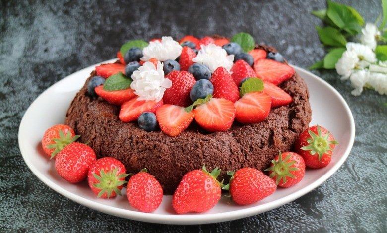 Suklaakakku kaakaosta on vähähiilihydraattinen jälkiruoka